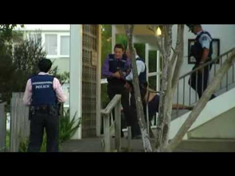 MAN PUSHED TO DEATH GLEN INNES NEW ZEALAND.flv