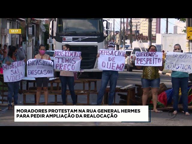 Moradores protestam na Rua General Hermes para pedir ampliação da realocação