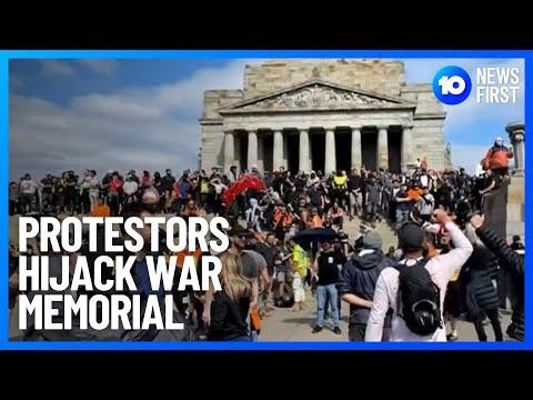 Melbourne Protestors Swarm War Memorial   10 News First