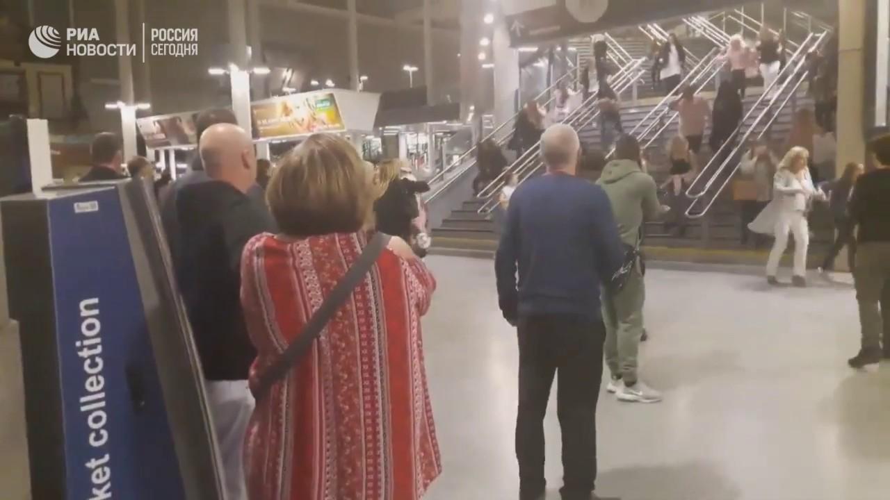 """Момент взрыва и первые минуты после теракта на """"Манчестер Арена"""""""