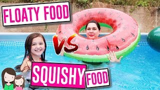 REAL FOOD vs. GUMMI FOOD vs. SQUISHIES Food IM POOL - Das coolste aufblasbare Essen 🍕 Alles Ava