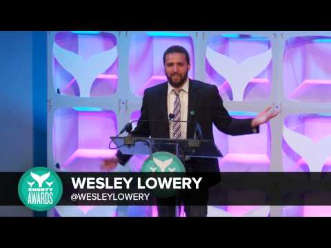 Wesley Lowery accepts the Best Journalist Shorty Award - YouTube