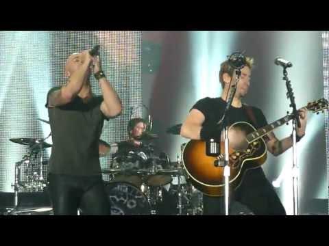 Nickelback ft. Chris Daughtry - Rockstar (Live - Manchester Arena, UK, 2012)