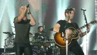 Nickelback ft. Chris Daughtry - Rockstar (Live - Manchester Arena, UK, 2012)