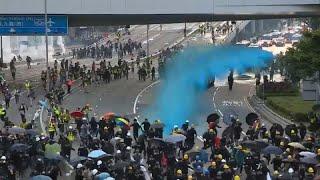 Бушующий Гонконг: протесты у британского консульства