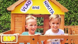 Vlad y Nikita construyen una casa de juegos de madera