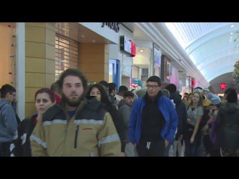 Rhode Islanders brave frigid temperatures for Black Friday shopping