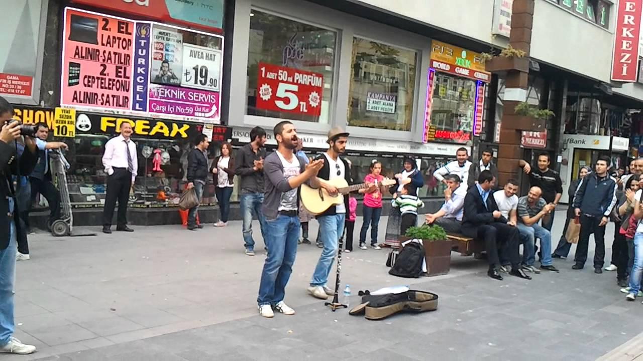 Ankara Karanfil Sokak Müzik Keyfi Koray Avcı & Oğuz Arslan - YouTube
