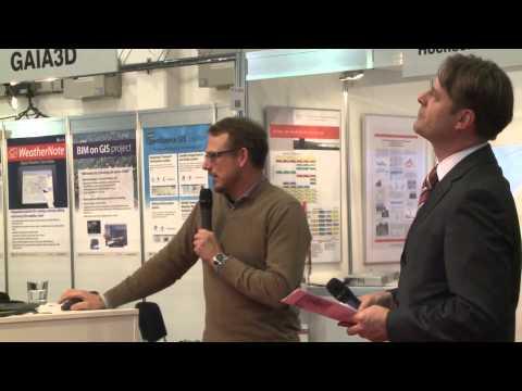 """INTERGEO 2013: Dr. Marco Lechner, in medias res GmbH demonstriert live die """"wmsbox""""."""