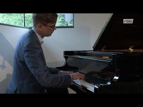 Der isländische Pianist Víkingur Ólafsson spielt Bach | rbb aktuell 28.08.2018