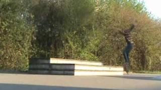 Paar tricks op skateparkje in Paap