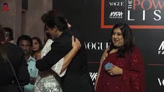 Download Lagu Shahrukh Khan With Wife Gouri Khan Arrives At THE VOGUE X NYKAA FASHION AWARDS 2019 mp3