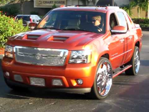 """Chevy Avalanche 2009 Avalanche on 26"""" DUB Floaters FOR SALE 1 - YouTube"""