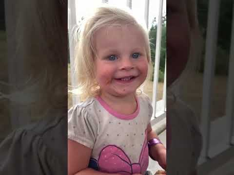 """Download Toddler Girl Innocently Mispronounces the Word """"Perfect"""" as Curse Word - 1172717"""