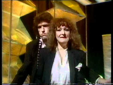B.A. Robertson & Maggie Bell - Hold Me 1981