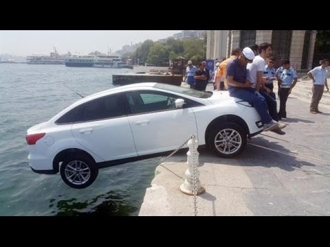 Forgot Handbrake ACCIDENTS-Stupid People Compilation 2017