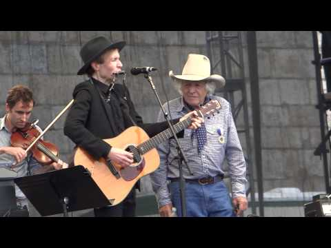 Beck and Ramblin Jack Elliott with Andrew Bird and Chris Funk - Waiting For A Train