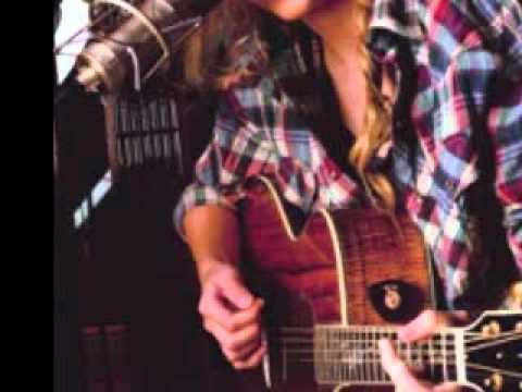 Taylor Swift singing Viva la Vida