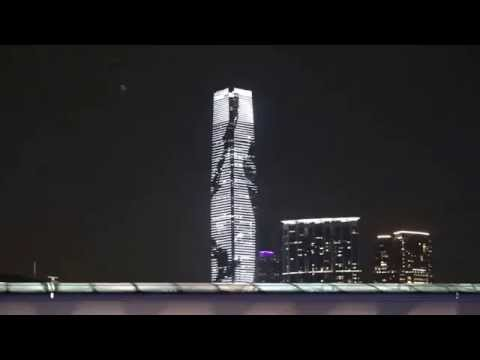 "Lightshow des ""International Commerce Centre"" in Hong Kong"