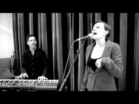 Stine Bramsen 'Karma Town' LIVE fra Radio100