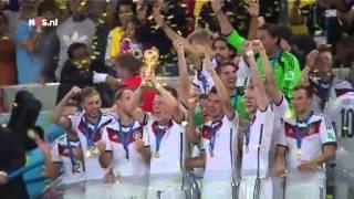 Duitsers kussen gouden beker   WK Voetbal 2014