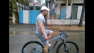 Salman Khan Cycling on Mumbai Express Highway