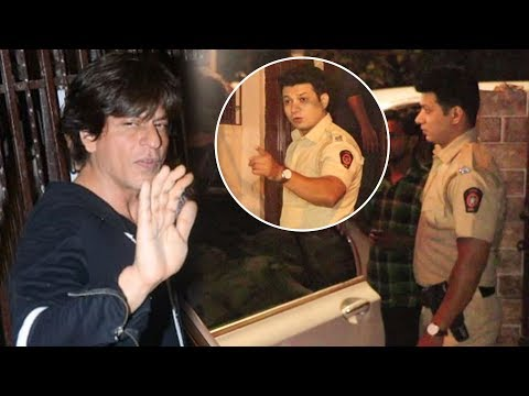 Shah Rukh Khan Spotted With Police Protection, Clicks Photos With Fans