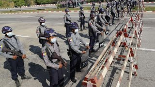 Переворот в Мьянме: очереди в магазинах. Люди сметают с прилавков всю еду