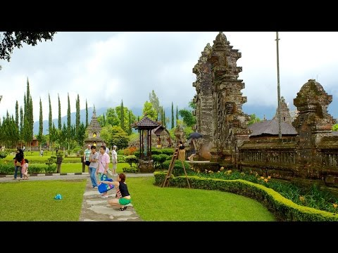 travel to Indonesia, best of Bali island, cremation in Bali of Indonesia in 1990