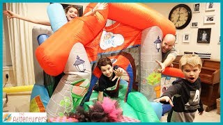 Family Fun Last To Leave Bounce House Wins! / That YouTub3 Family  The Adventurers