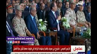 """فيديو.. السيسي يفاجئ مسؤولا عسكريا مصريا بسؤال عن راتبه.. """"أنت بتقبض كام""""؟"""