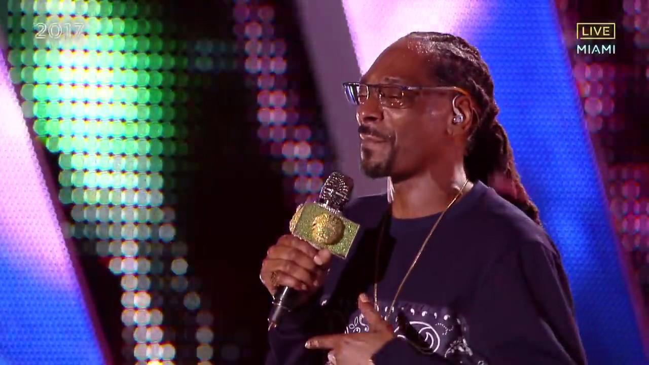 Download Snoop Dogg   Drop It Like Its Hot Live Pitbulls New Years Revolution 2017