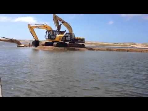 La maquina haciendo la laguna para las cachamas doovi for Tanques para cachamas