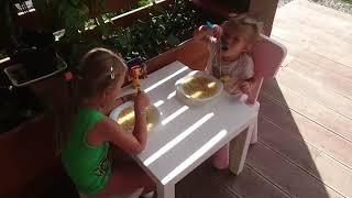 Сестры обожают суп из хека