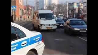 В Калининграде полиция проводит проверку по факту ДТП с участием маршрутного такси и двух пешеходов(, 2015-02-18T08:17:55.000Z)