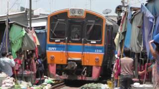 [Thai SRT]Maeklong Railway Folding Umbrella Market