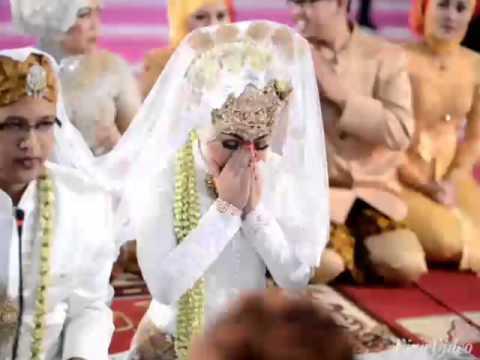 Menikahimu - Kahitna. Wedding clip Asti & Fahmy.