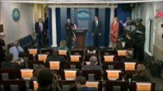 Gambar cover Trump touts stimulus deal amid virus uncertainty