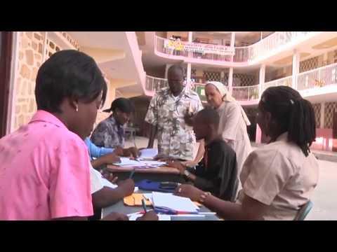Aimez vous l 39 cole comme nous en ha ti doovi for College canape vert haiti
