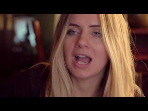 Hannah Robinson   Singer & Guitarist