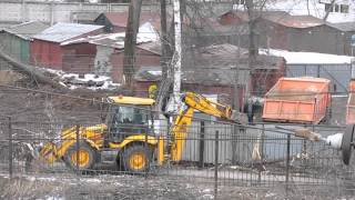Инновационная вырубка деревьев в Домодедово(Около железнодорожной станции Домодедово идет сплошная вырубка живых деревьев. Вырубка ведется инновацио..., 2014-04-02T15:59:28.000Z)
