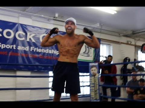 WOW! - BILLY JOE SAUNDERS REMOVES TOP TO REVEAL INCREDIBLE PHYSIQUE AHEAD OF MONROE JR CLASH
