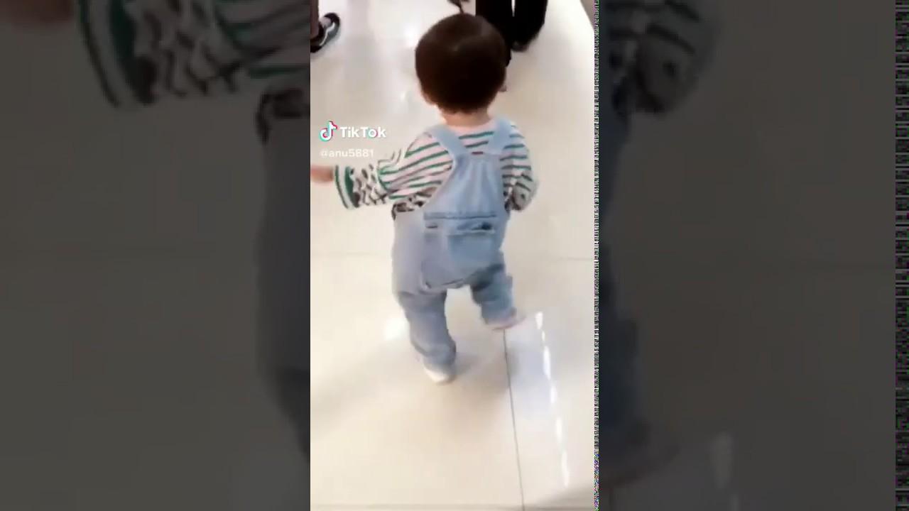 Cute Baby Dancing in Airport||Dancing Baby||#Tiktok ...