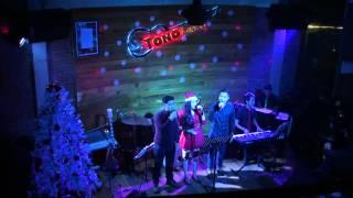 Cao cung lên - Hoàng Bảo ft Khôi Paso ft Ngọc Cầm ( Tono Acoustic coffee)