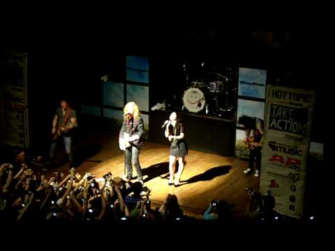 We The Kings- We'll Be A Dream w/ Demi Lovato LIVE
