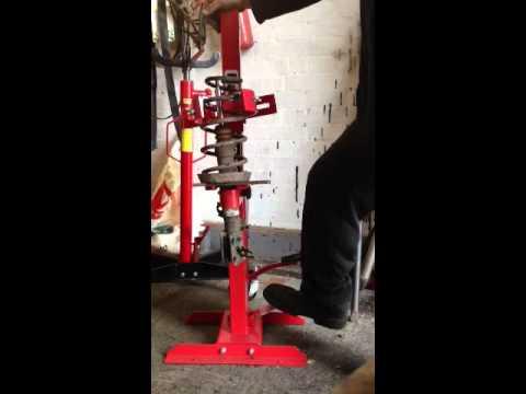 Using Clarke Ssc1000 Coil Spring Compressor Hydraulic