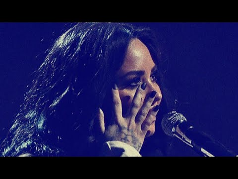 Demi Lovato BURSTS IN TEARS During EMOTIONAL Speech In Manchester!