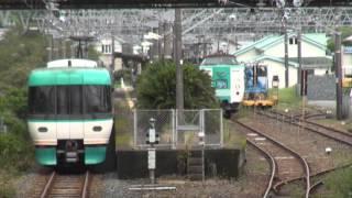 古座駅ですれ違うオーシャンアローと381系のすれ違いです。