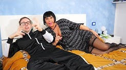 La zia di Pisa è una gran maiala - VALENTINE DEMY RIENTRA NEL PORNO CON MAX FELICITAS