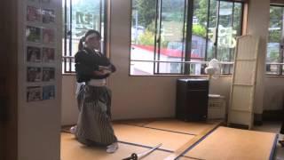 飯盛山の土産店2階で白虎隊の剣舞を鑑賞する。